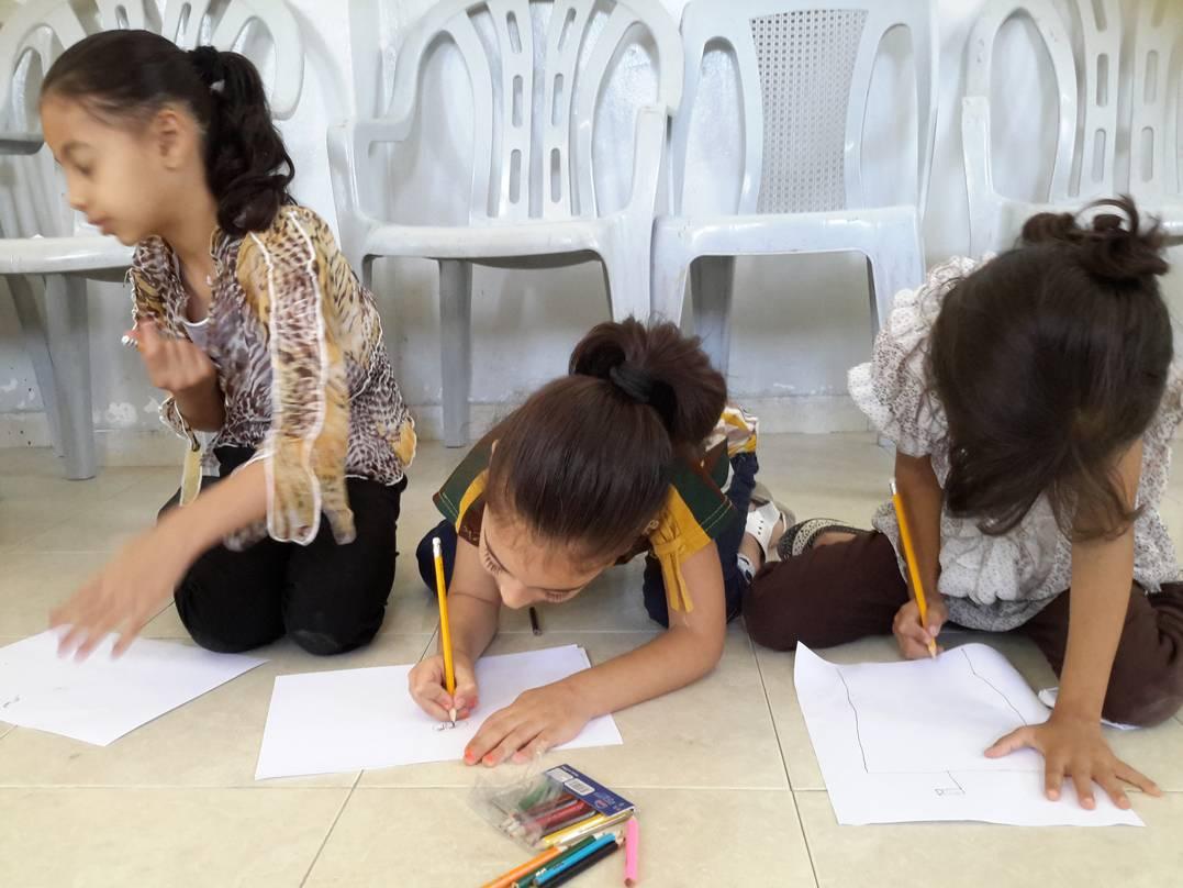 Los niños palestinos responden con dibujos